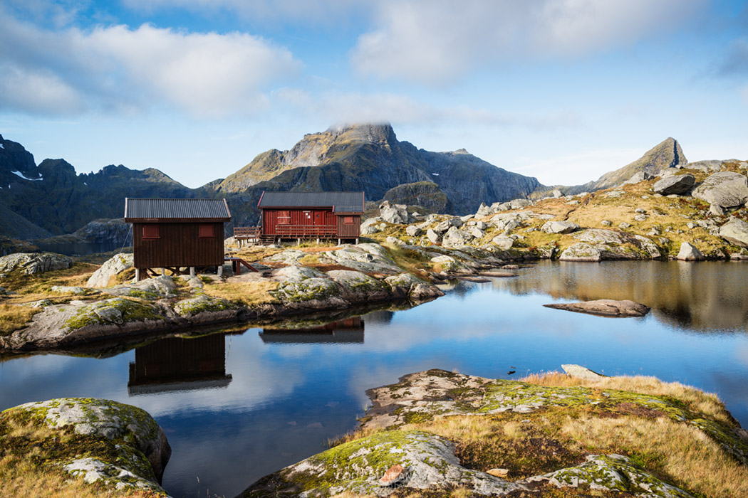 Munkebu mountain hut with Hermannsdalstinen peak in distance, Moskenesøya, Lofoten Islands, Norway