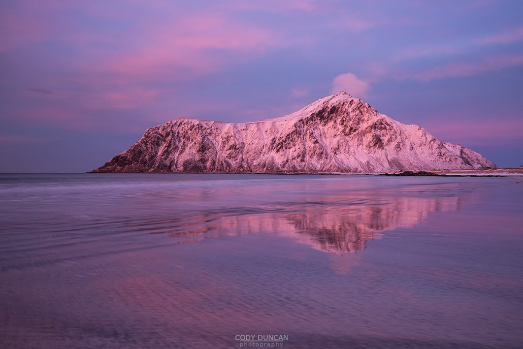 Hustind mountain peak glows pink over Skagsanden beach, Flakstad, Flakstadøy, Lofoten Islands, Norway
