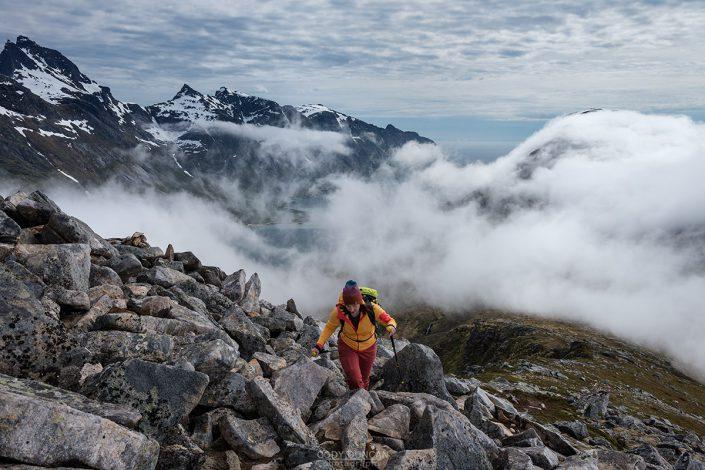 Volandstind mountain hiking guide - Lofoten Islands